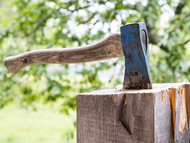 Get a Handle on the New Axe Throwing Trend