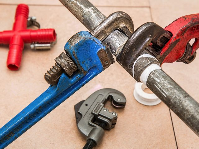 4 Signs you Need Commercial Plumbing Services